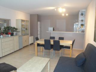 Ter Lo: child-friendly clean apt 10 min from beach, Ostenda