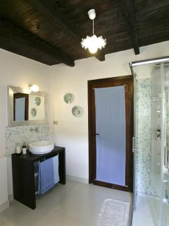 La Chambre Bleue exclusive bathroom