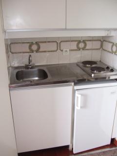 frigo,congélateur,placard de rangement pour aliments,plaques chauffantes