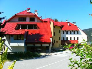 17 Pine Lodge