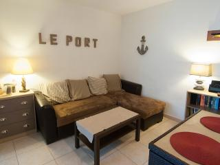 'Le Port' F2 50 m2 at Port Vauban, near Old Town, A/C, wifi, garage, terrace