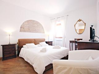 CENTER OF ROME - ELEGANT APARTMENT IN TRASTEVERE, Roma
