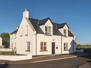 Isle Cottage - Holiday Home - Giants Causeway, Bushmills
