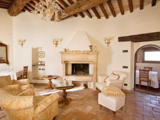 Ulysses Villa Living to Loggia #spoletovillarental #spoletovacationrental