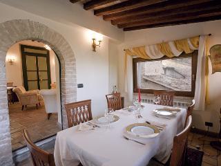Ulysse's Villa from Dining Room  to Living #spoletovillaaccomodation #leloggedisilvignano