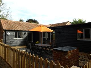 Lodge Farm Holiday Barns - Lakeview, Bawburgh