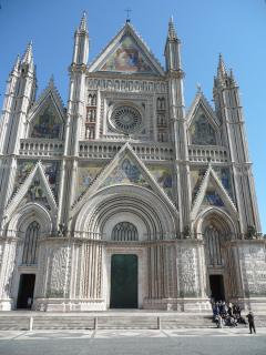 Orvieto, il duomo famoso. Sculptures on the facade taught people how to live