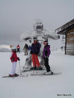 Within 13 minutes of both Courchevel and Champagny