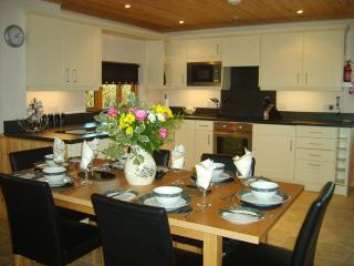 Kitchen/Diner with all mod cons such as intergrated washing machine, dishwasher and fridge.