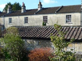 Canal View is an upper-floor apartment in a terrace of 19th century bath stone cottages.
