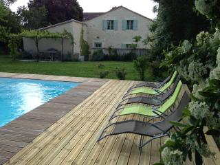 Pool and house: just relax, this is the place...