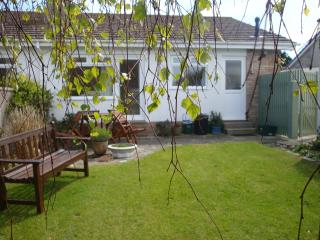 Y Nyth, Treginnis Cottages, free WiFi, private garden