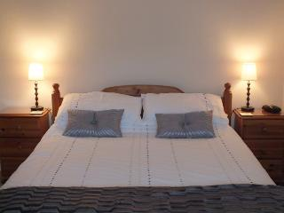 Relax in the King sized bed after an engertic day surfing or walking on Whitesands beach