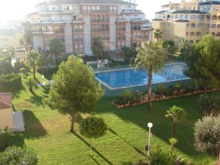 5th Floor Apartment in Torremar 6, overlooking the pool. Close to La Mata