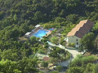 MALIDA HOUSE: in countryside, Palinuro