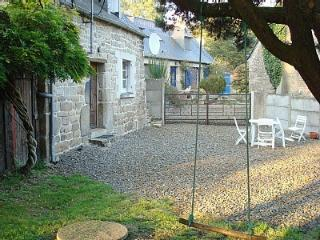 Detached Rustic Breton Cottage,Sleeps 5, Tranquil Setting,45 mins from the beach