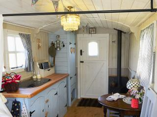 Thorpe Farm shepherd's hut, Stalisfield