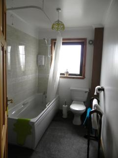 Bathroom with bath/shower. Soap shower gel and shampoo/conditioner supplied