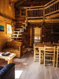 Les chalets du bonheur, les Houches en vallée de Chamonix. Le séjour du chalet 'Petit Bornand'