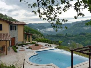Stunning Tuscan Home and Infinity Pool, Bagni Di Lucca