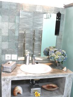 Salle de bain, douche et eau chaude