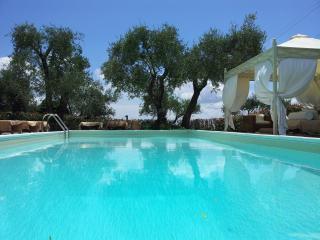 villa con piscina tra cinque terre e toscana