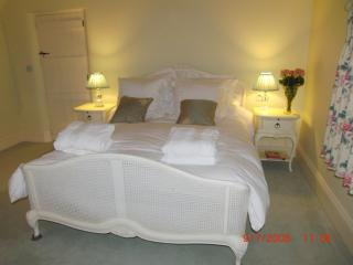 The Yellow Room, with en-suite shower and toilet. Additional £100 charge.
