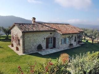 Amazing Umbrian villa with private pool, Todi