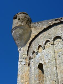 La chiesa fortezza di  Lingueglietta raro esempio di chiesa fortificata della Liguria
