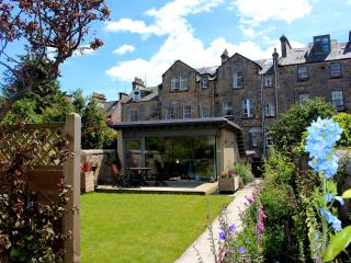 The Whins Cottage -Top Quality,Secluded Walled Garden in the Heart of St Andrews