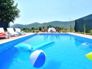 Inviting Private Pool Stone Villa- 20 min to Split