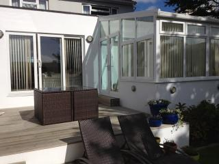 Lovely Garden View Apartment, St Helier