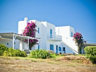blueground Veni Villa in Paros, Santa Maria, Naoussa