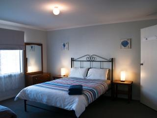 Main bedroom with queen size bed and ensuite