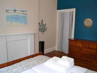 2 Bedroom flat - sleeps 6 (Morningside), Edinburgh