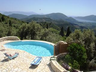 Villa Arapaki - sleeps 8, private pool, gorgeous sea views. Wi-Fi and A/C