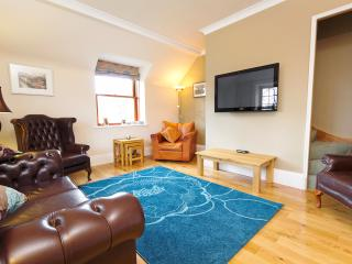 West End Condo - free parking, Edinburgh