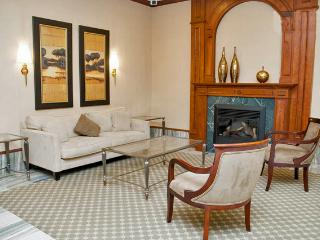 WOW -- Stunning 5 Star Luxury Condo -- 1,200 sq ft, Toronto