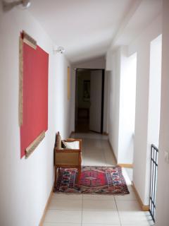 Corridoio dove ci sono 4 appartamenti tra i quali l'appartamento Raffaello