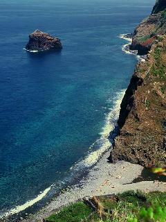 The beach, Praia do Calhau , with modern bathing facilities is just five minutes by car