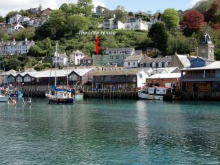 The Little House - Ideally Located Just above the Harbour, Moments from Everything