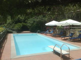 Tuscany farmhouse in Lucca with private swinning pool and garden