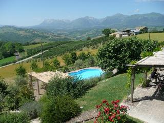 Casa Lola, private pool, amazing views, playden, Monte san Martino