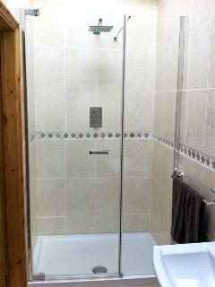 Large power shower in en suite