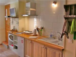 Fully equipped kitchen. Breakfast when you want. Enjoy local markets nearby