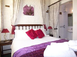 Contemporary and comfortable bedroom with en suite shower