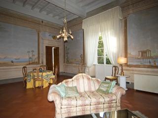 Salotto affrescato suite, primo piano