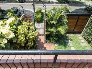 Gorgeous duplex with garden in great location