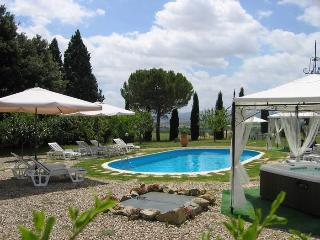 Stunning Tuscan villa with five bedrooms, private, Cortona