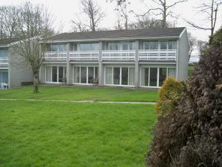 2 Double Bedroom Holiday Home. Use of  full leisure facilities /pool/bar